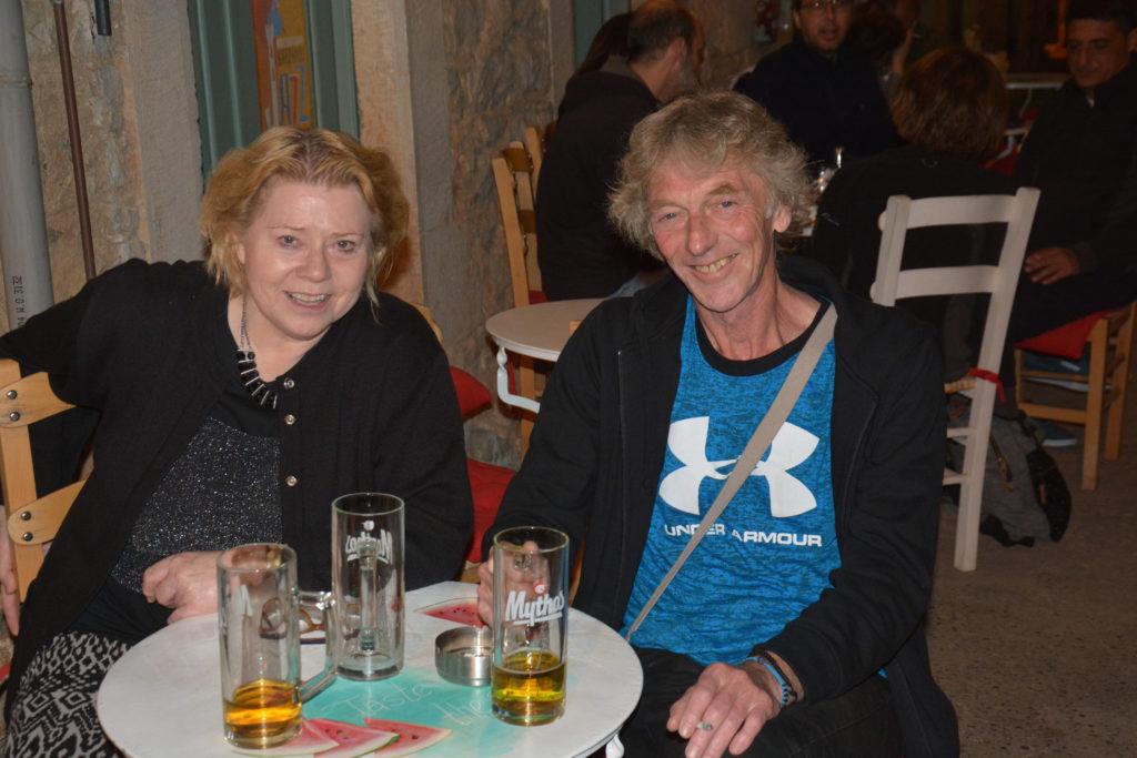 Sammen med Vidar lydmann i Kardamilli i mai 2019. Blue Shoes har hatt konsert i hovedgata og Vidar var fin, fin lydmann.